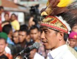 Presiden Jokowi Bagikan Sembako ke Warga di Cideng Jakarta Pusat