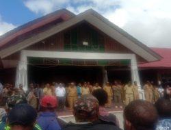 Ratusan Kepala Kampung Demo di Kantor Bupati Pegunungan Bintang, Papua