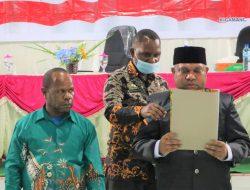 Bupati Dogiyai Yakobus Dumupa Ingatkan Para Kepala Kampung Pegang Sumpah dan Janji
